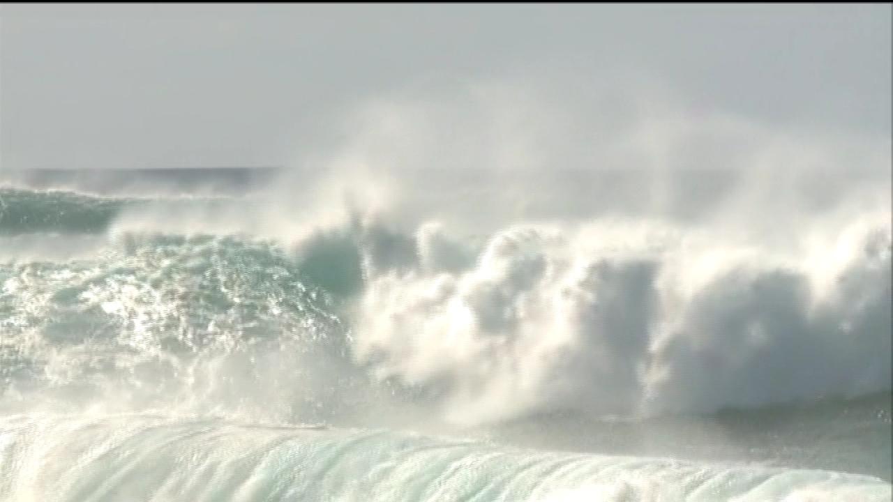 north shore high surf (2)_136711