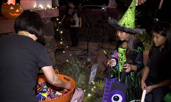 How to stay safe while trick-or-treating on Halloween