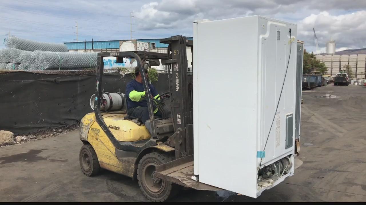 Hawaii Energized - Recycling refrigerators