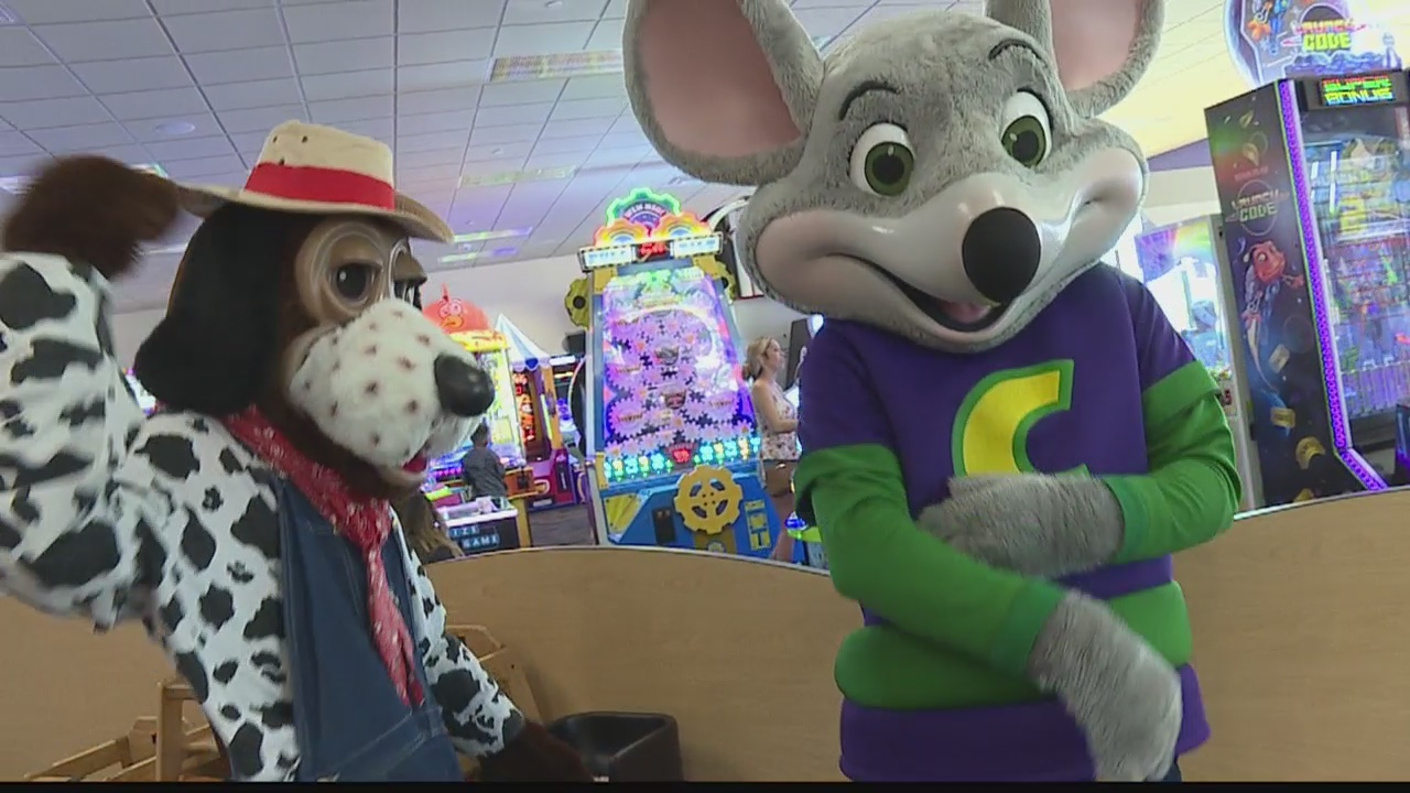 In the Biz-Chuck E Cheese Kapolei