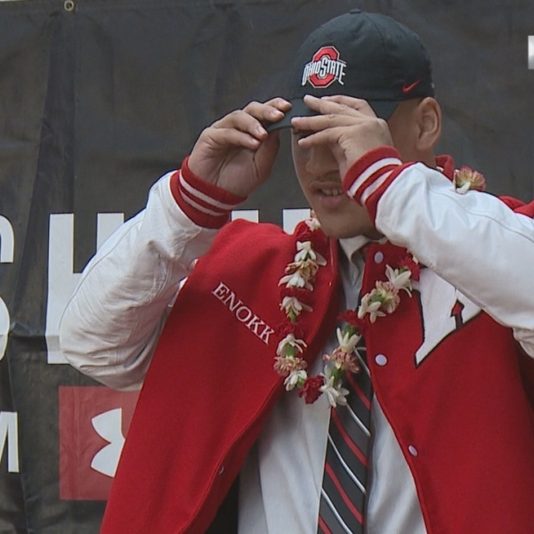 "Kahuku's Vimahi ""Dot's the I"", signs with The Ohio State Buckeyes"