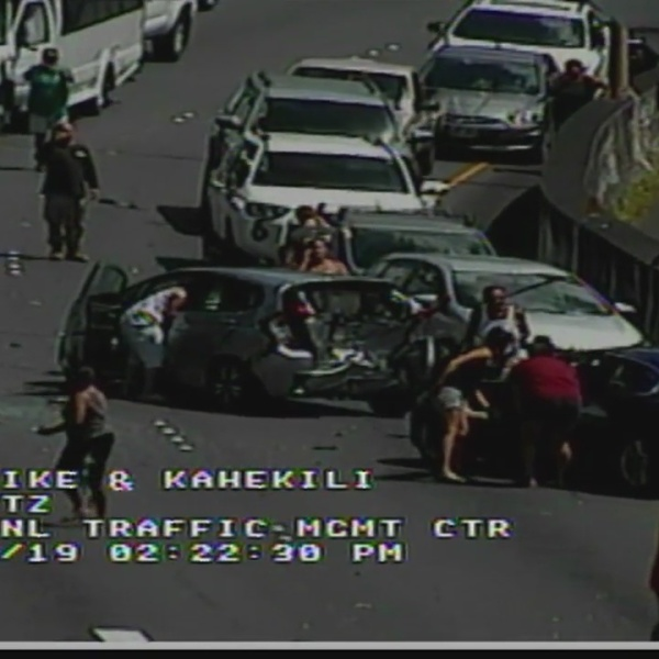 Critical crash on Likelike Highway being investigated