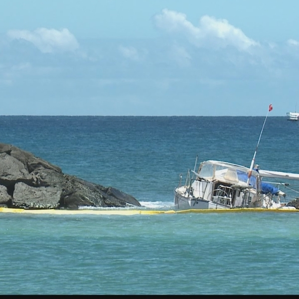 Swell makes cleanup efforts difficult for aground boat on Magic Island