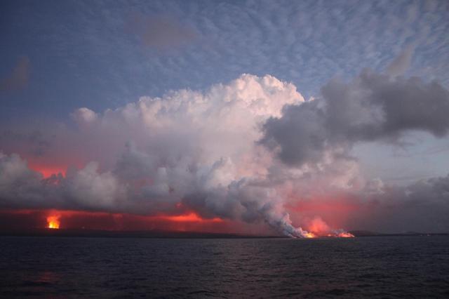 Kilauea lava stimulates phytoplankton bloom off Hawaii Island