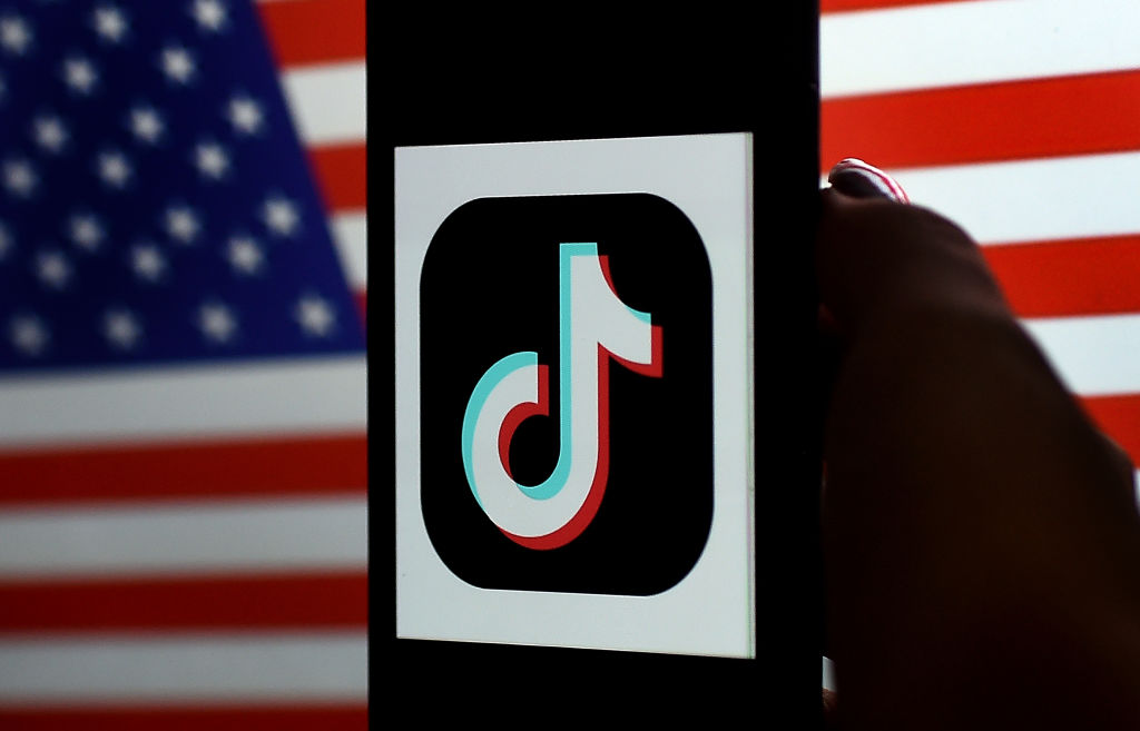 President Trump signs executive orders to ban TikTok, WeChat in 45 ...
