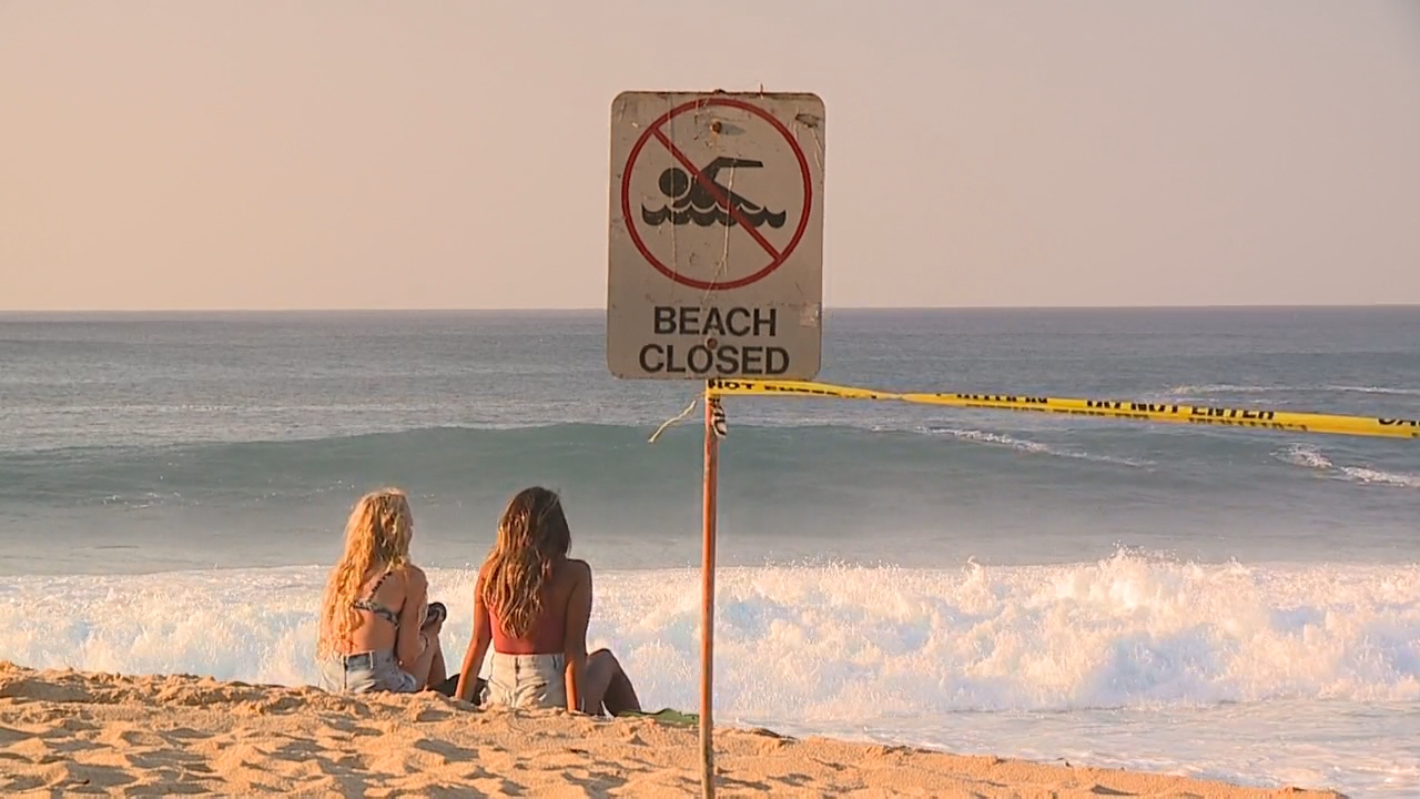 Hawaii north shores brace for 50-foot waves