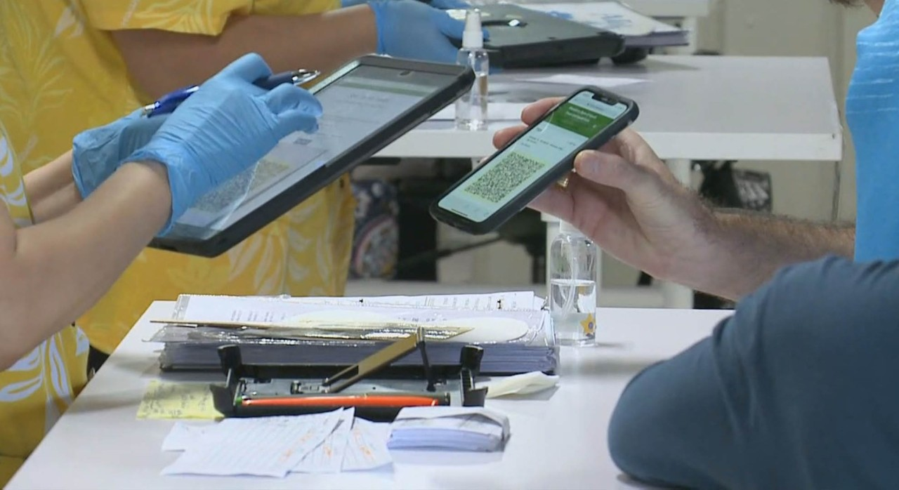 First day of the coronavirus vaccine pass goes smoothly for Hawaii travelers, pre-screening saves time