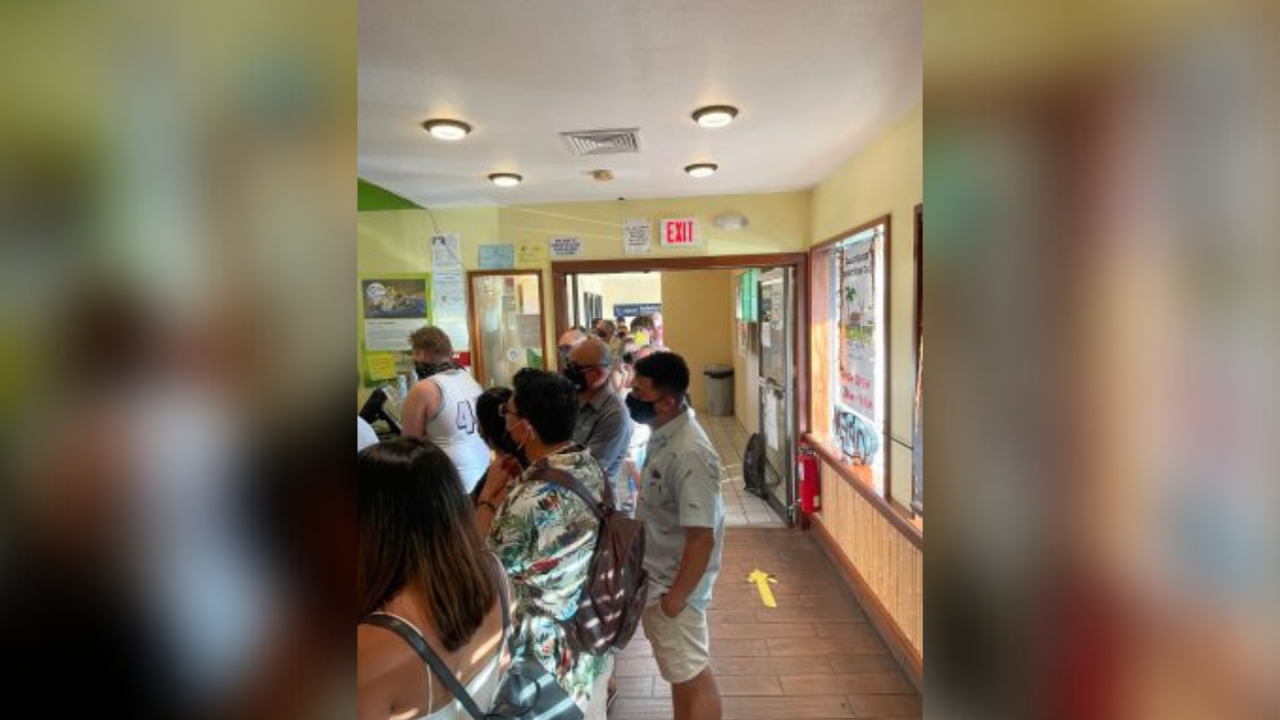 Crowded Maui restaurant asks customers for Aloha after staff treated poorly